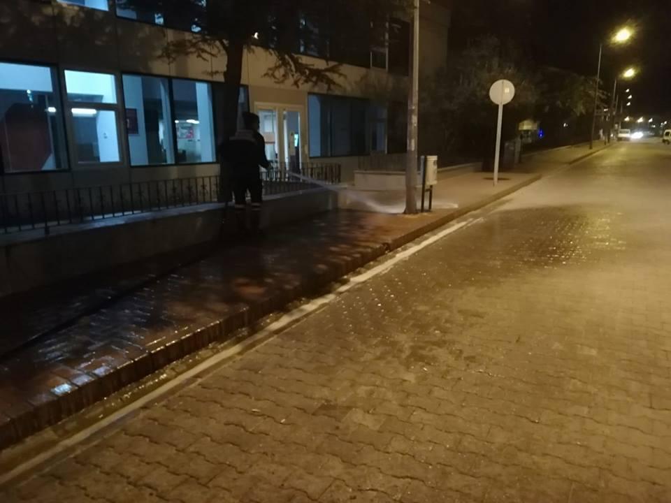 Burhaniye'de Cadde Ve Sokaklar Sabunlu Su İle Yıkanıyor