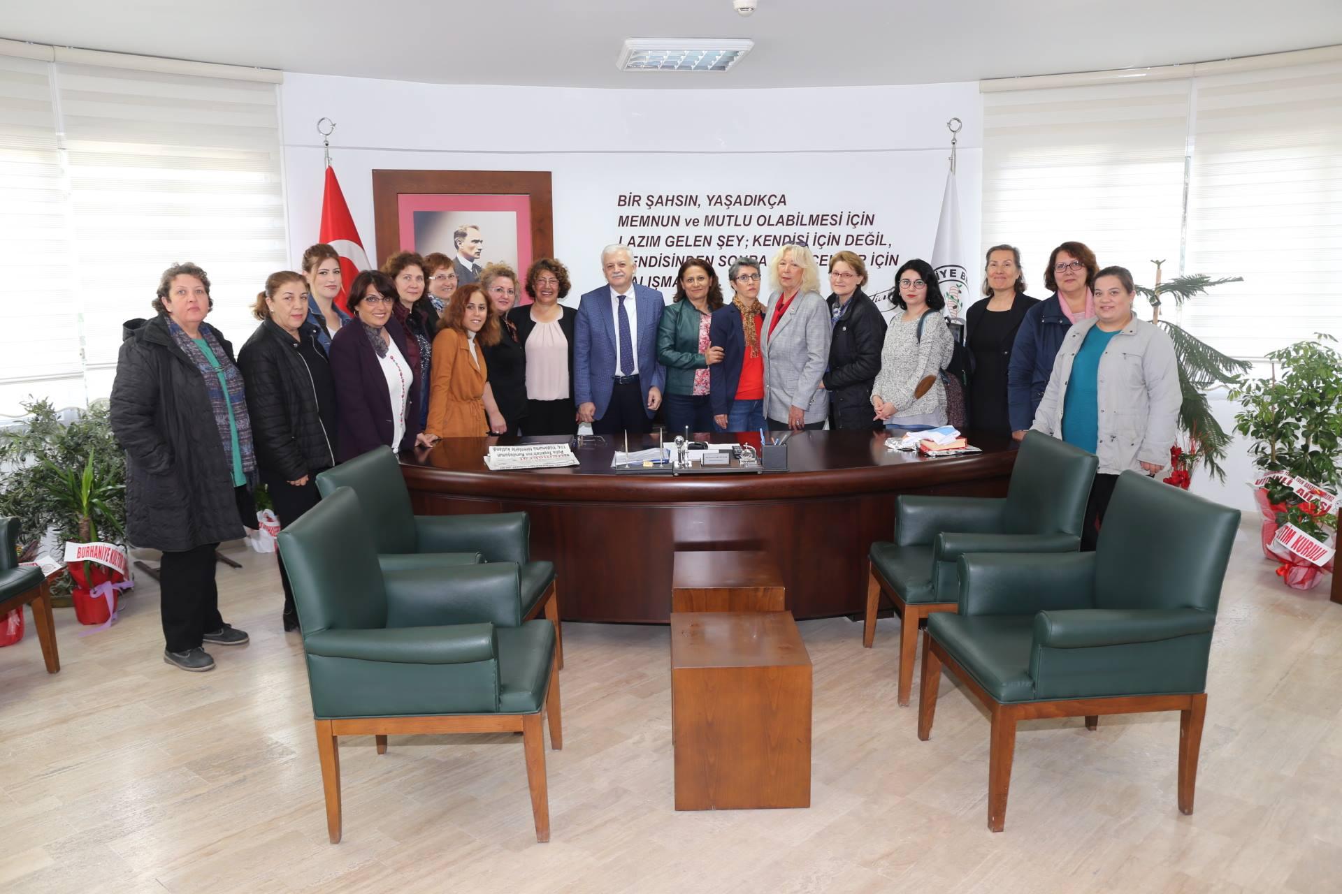 CHP Kadın Kolları Başkan Deveciler'i Ziyaret Etti
