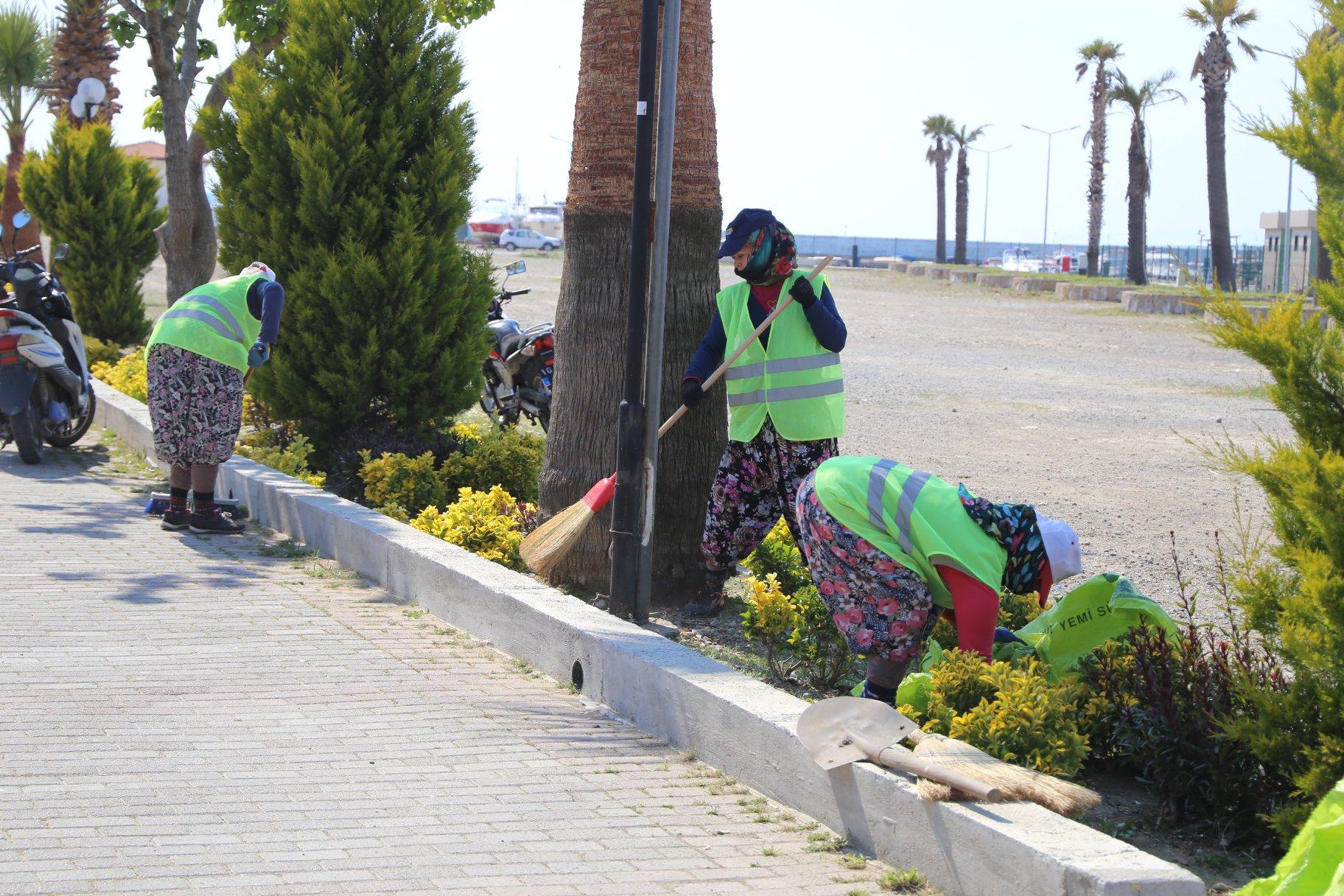 Belediye Temizlik İşleri Ekiplerinin Çalışmaları Sürüyor