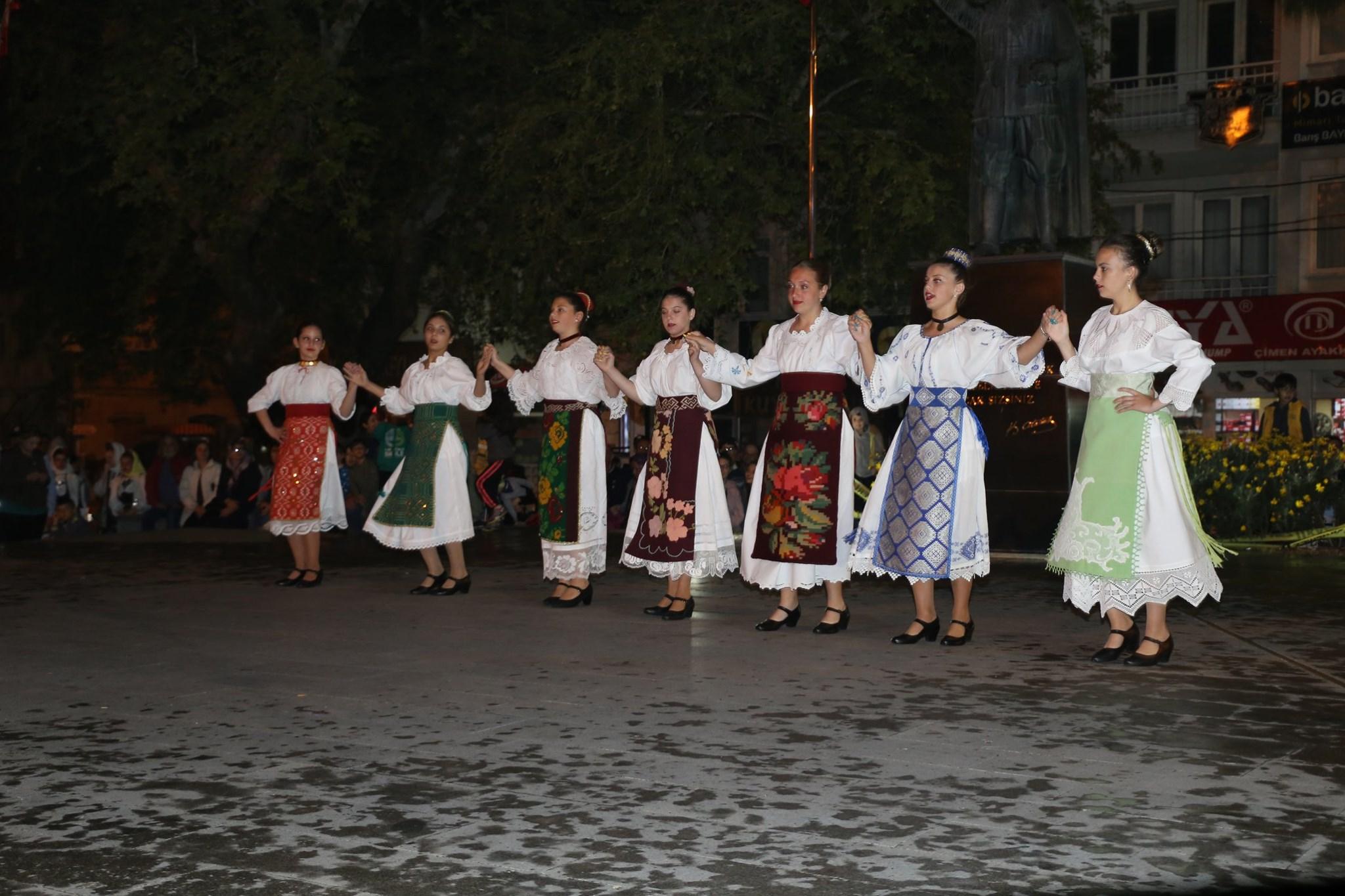 Halk Oyunları Şenliği Burhaniye'mizde Gerçekleştirildi