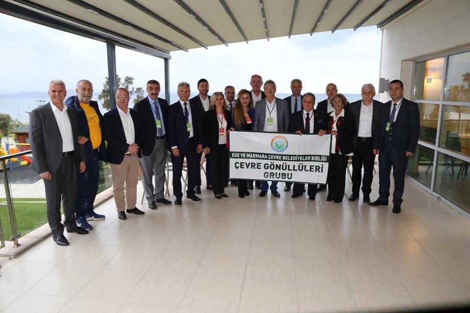 Belediye Başkanımız Sayın Ali Kemal DEVECİLER Ege ve Marmara Çevre Belediyeler Birliği Olağan Meclis Toplantısı'na Meclis Üyemiz Oktay ERBALABAN, Meclis Üyemiz Elvan ASLAN ve Emine Oya ÖZARKON ile birlikte katıldılar