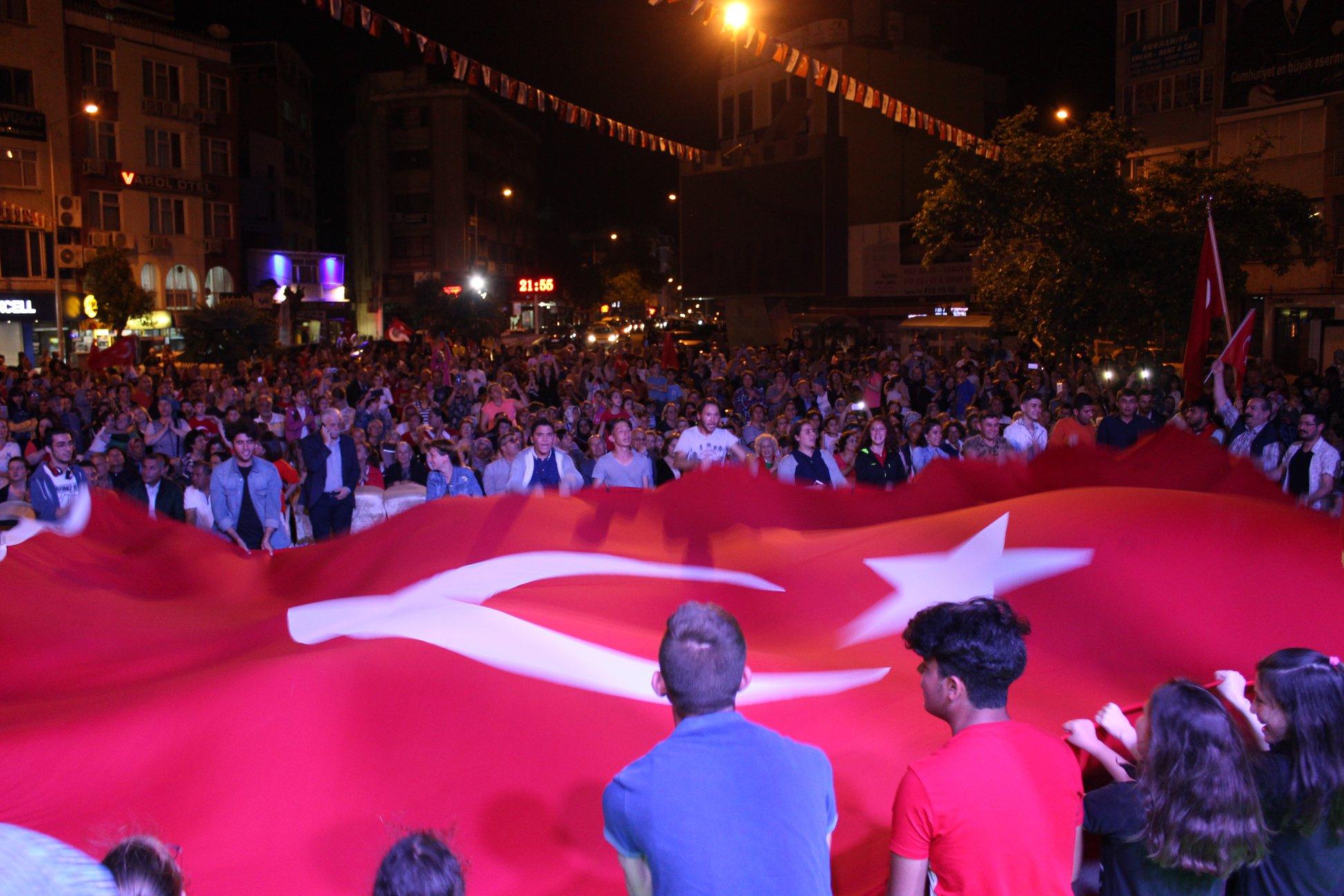 Burhaniye'de ''19 Mayıs - Atatürk'ü Anma, Gençlik Ve Spor Bayramı'' Törenleri Coşkuyla Kutlandı