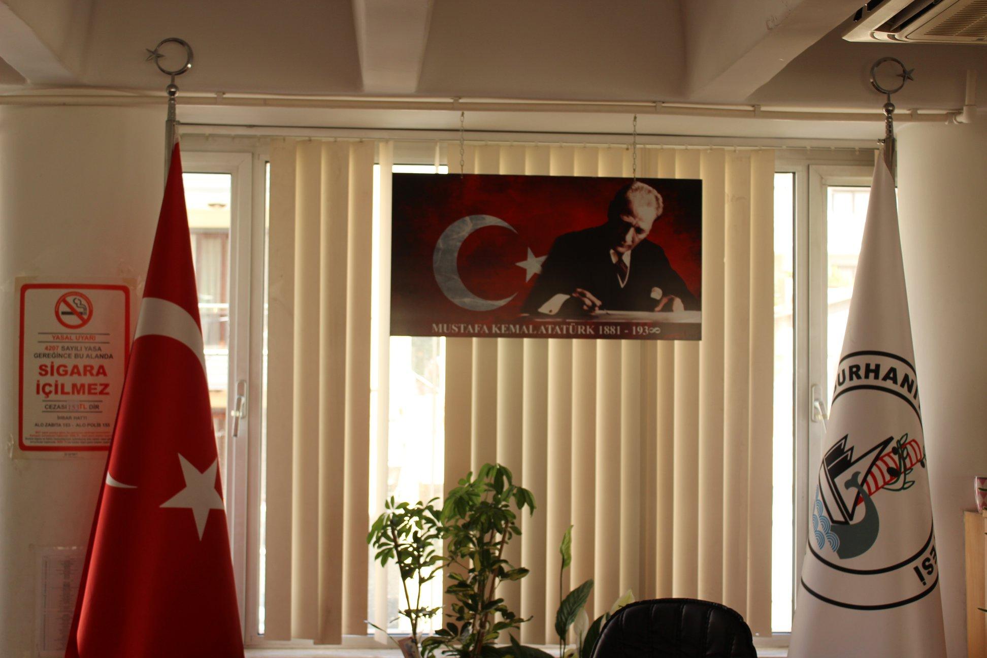 Bayraklı Atatürk Portreleri Beğenildi