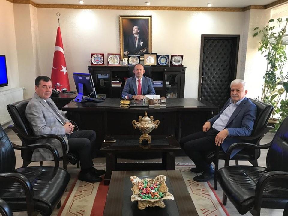 Belediye Başkanımız Ali Kemal Deveciler Burhaniye Kaymakamı Hüseyin Öneri'i Ziyaret Etti