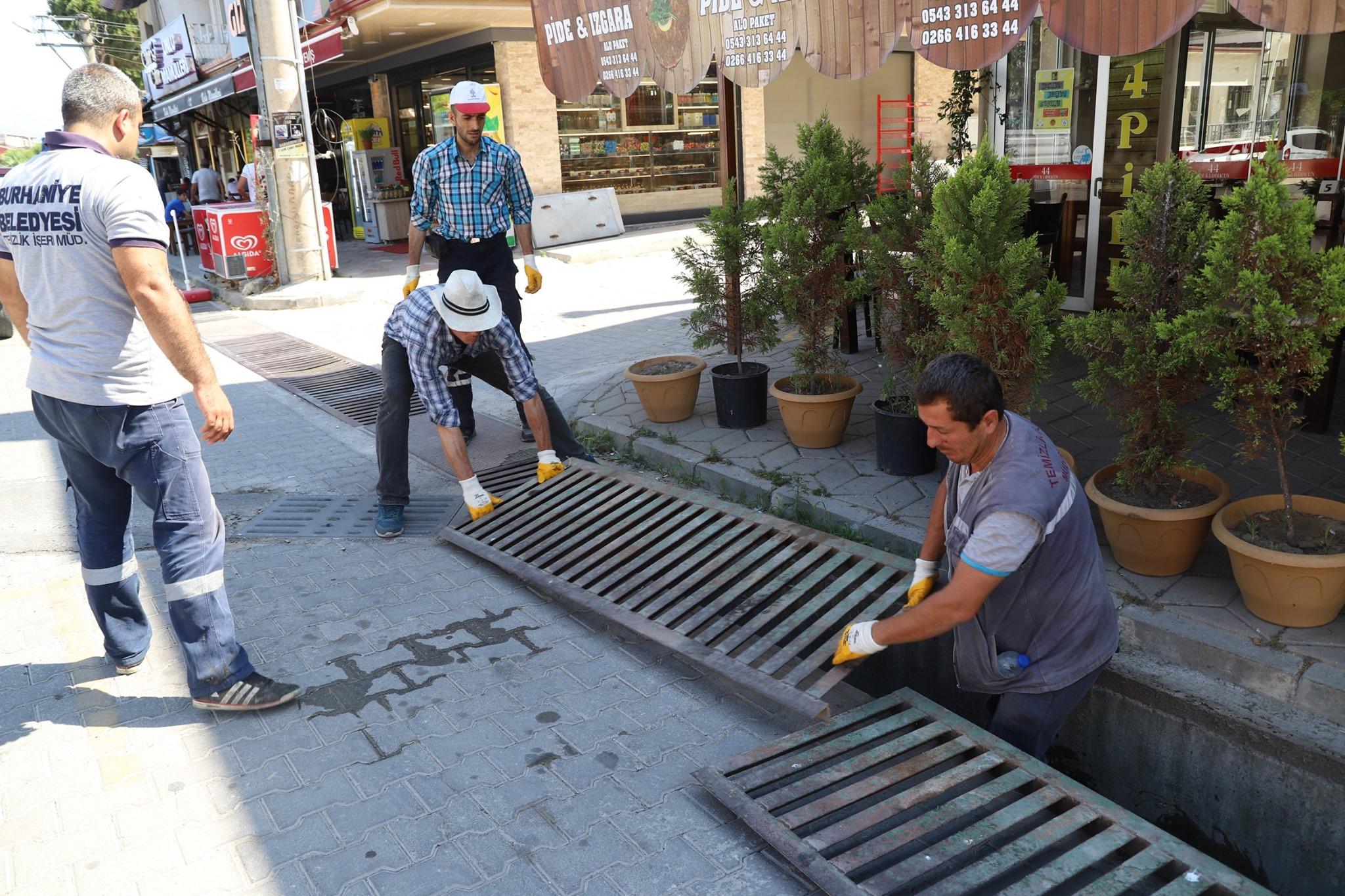Burhaniye Belediyesinden Menfez Ve Mazgal Temizliği Başladı