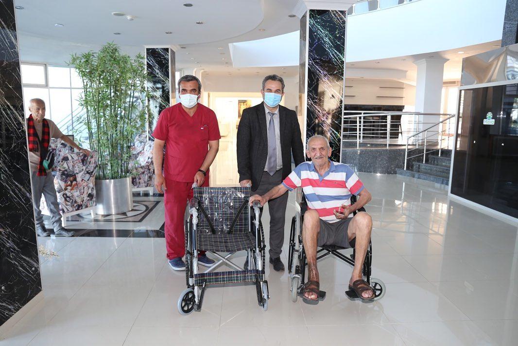 Başkan'dan Huzurevi Sakinine Tekerlekli Sandalye