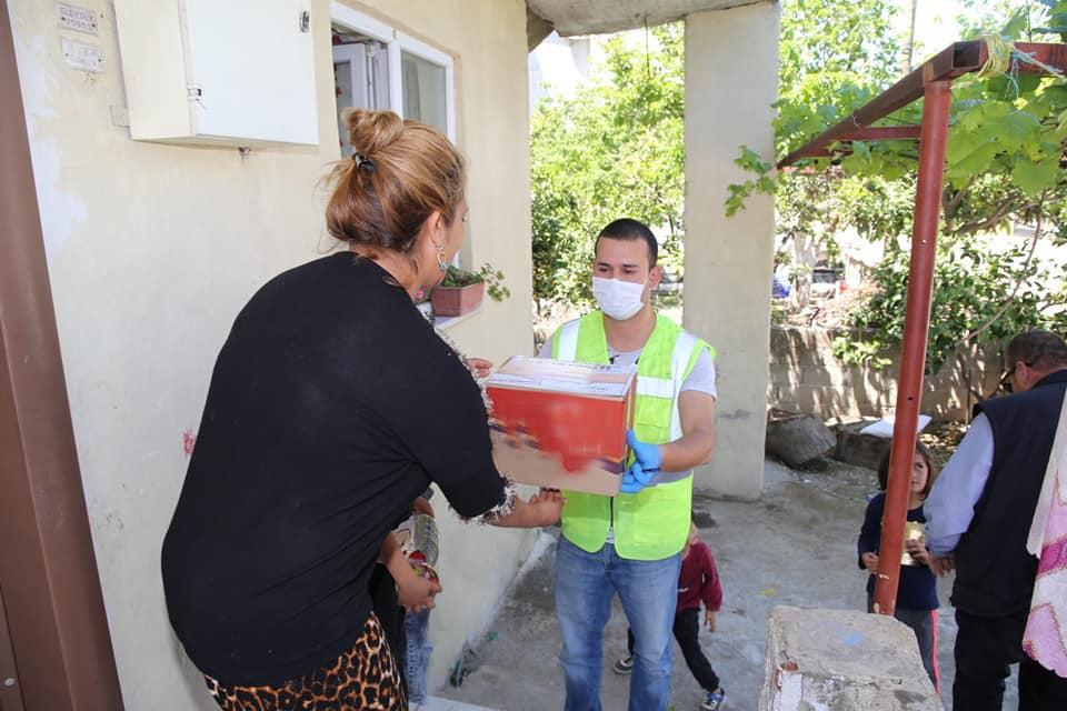 Burhaniyeli Bağışcı Ramazan Yardımı Yaptı