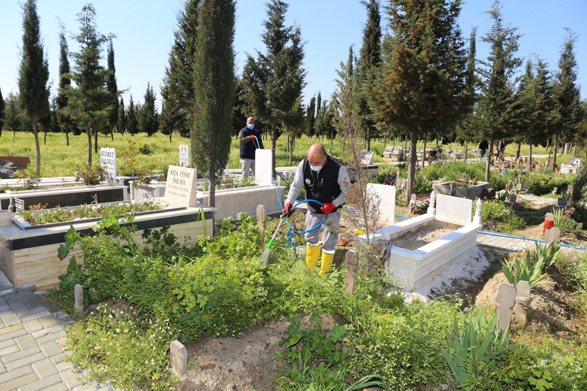 Burhaniye Mezarlıklarında Bakım Ve Temizlik Çalışmaları Başladı