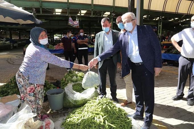 Burhaniye Belediye Başkanı Ali Kemal Deveciler Ramazan Bayramında Pazar Yerlerini Ziyaret Etti.