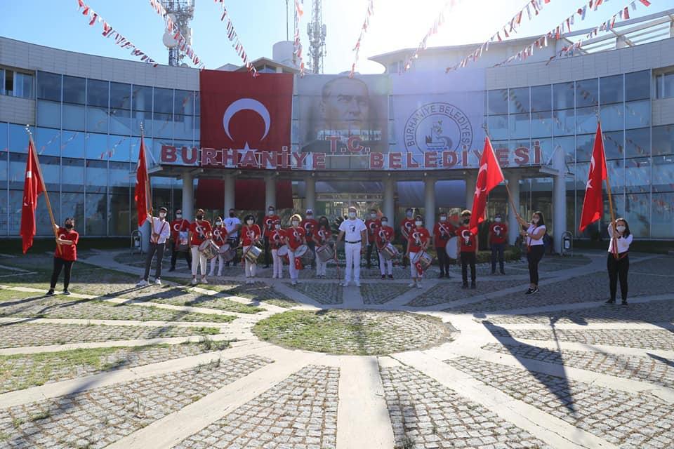Burhaniyeliler 19 Mayıs'ı Bando İle Kutladı