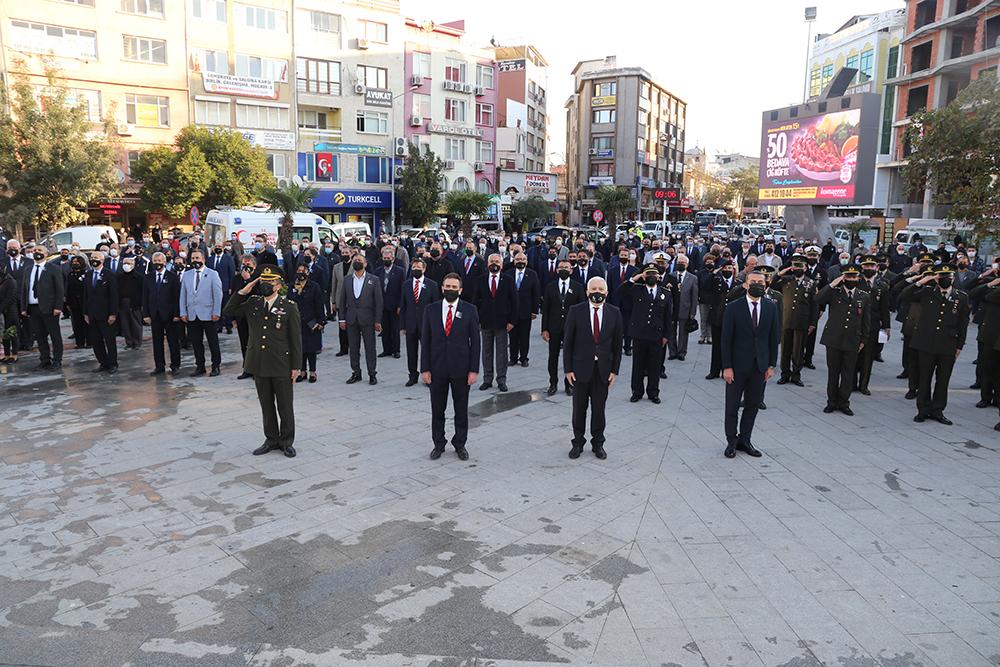 Atatürk, Burhaniye'de 10 Kasım Töreniyle Anıldı