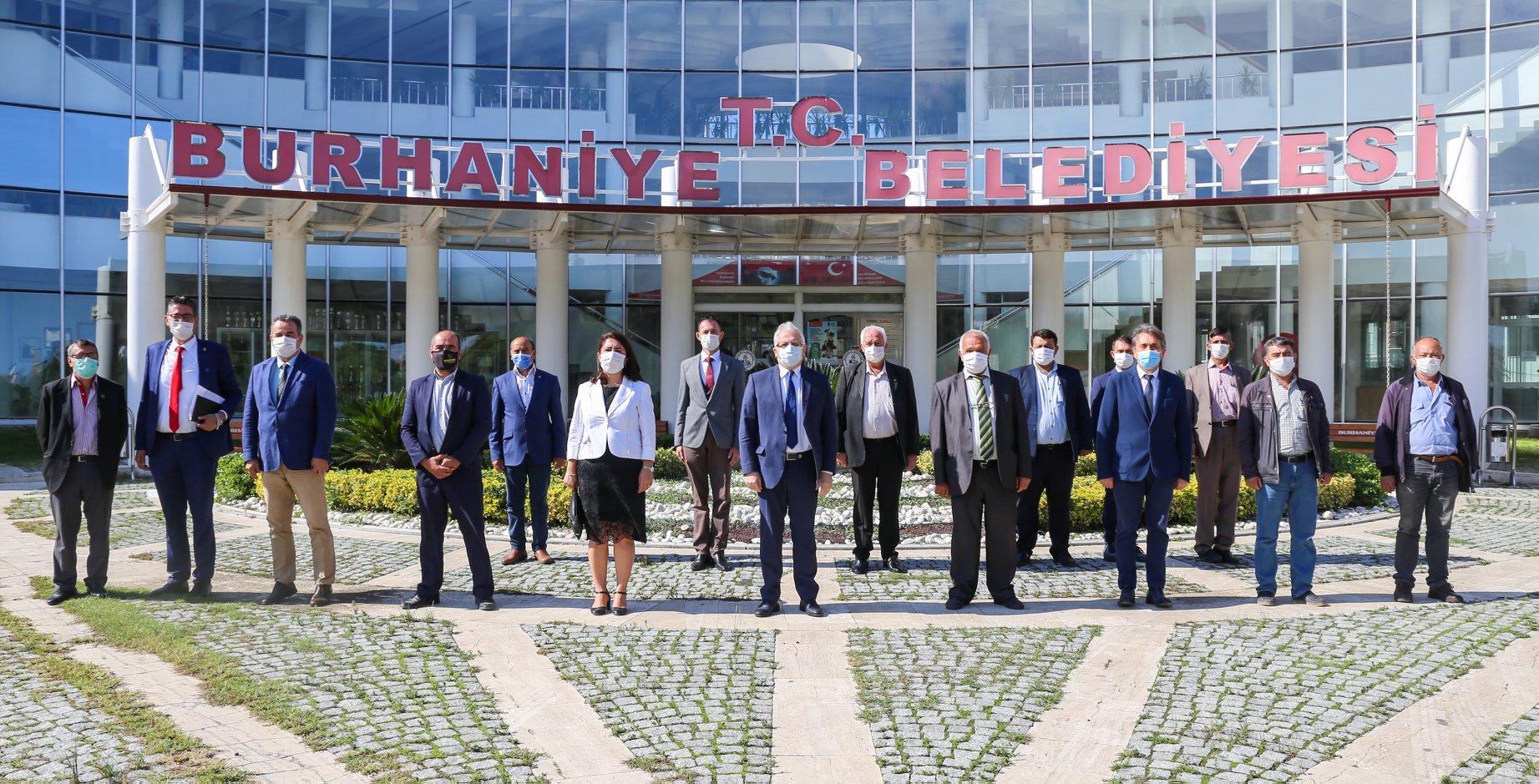 """Burhaniye Belediye Başkanı Ali Kemal Deveciler: """"Çözüm Ortağımız Muhtarlarımızın Gününü Kutluyorum"""""""