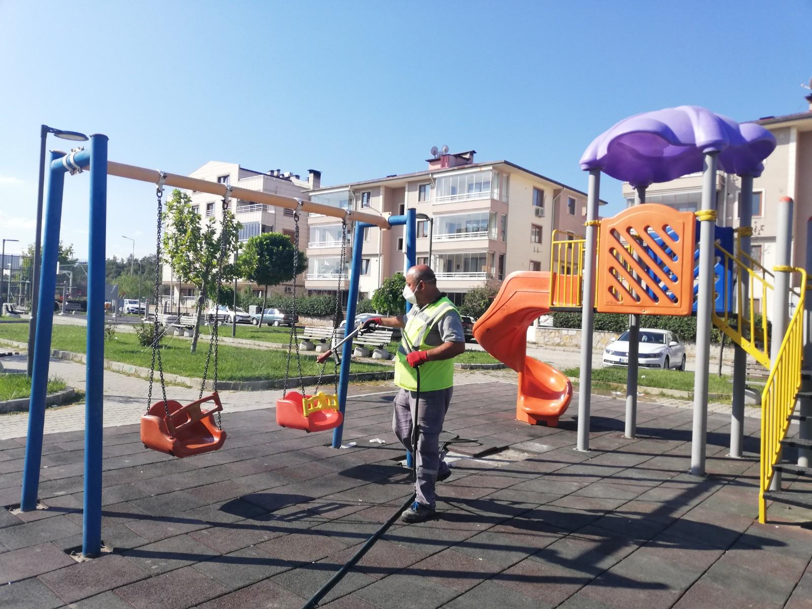 Çocuk Parkları Dezenfekte Ediliyor