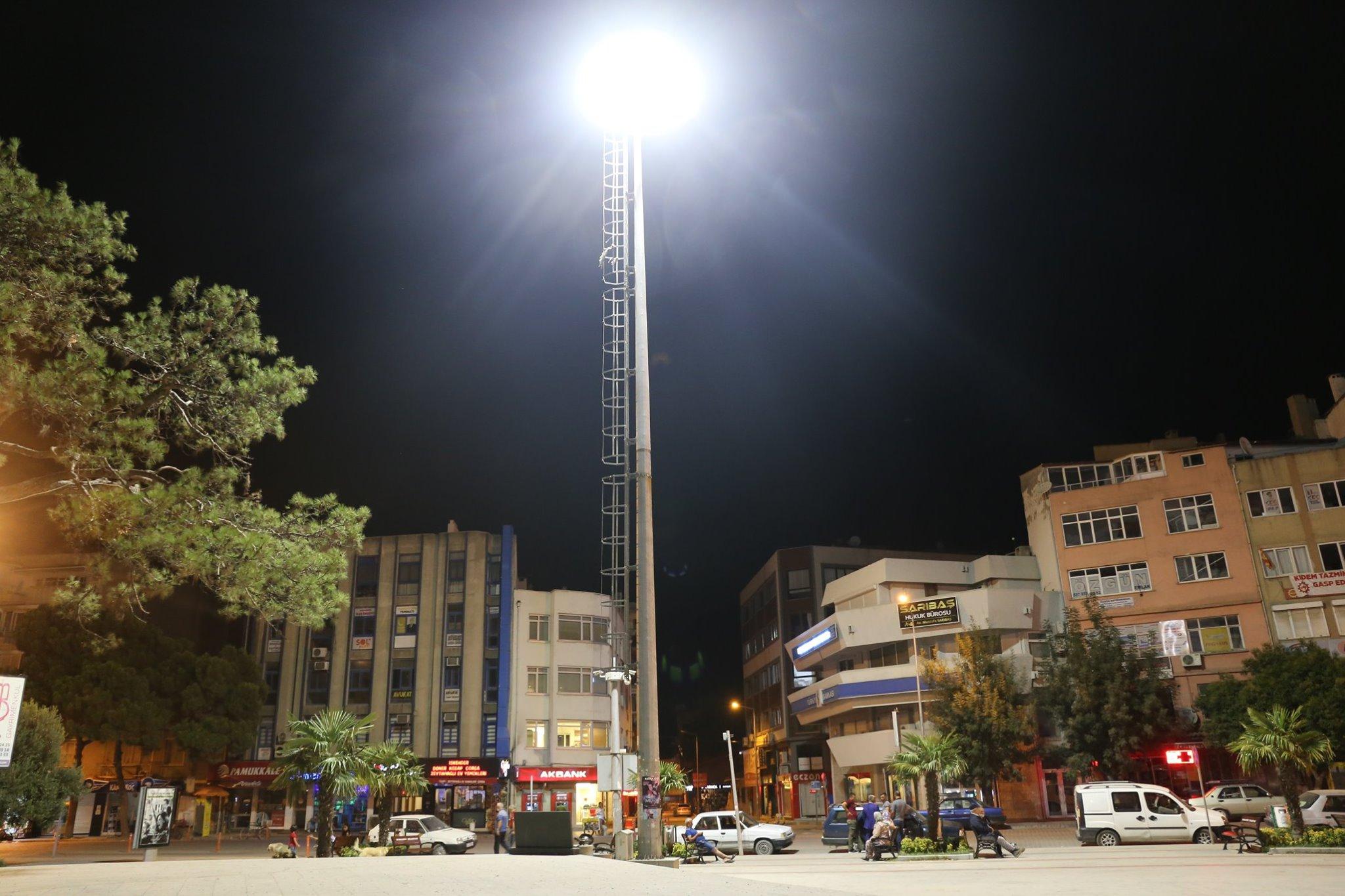 Burhaniye Meydanı Işıl Işıl