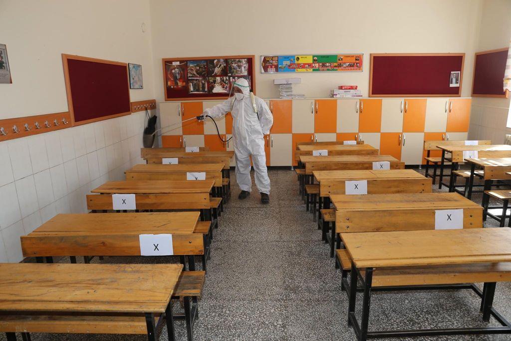 Burhaniye'de Lgs Öncesi Okullar Dezenfekte Edildi