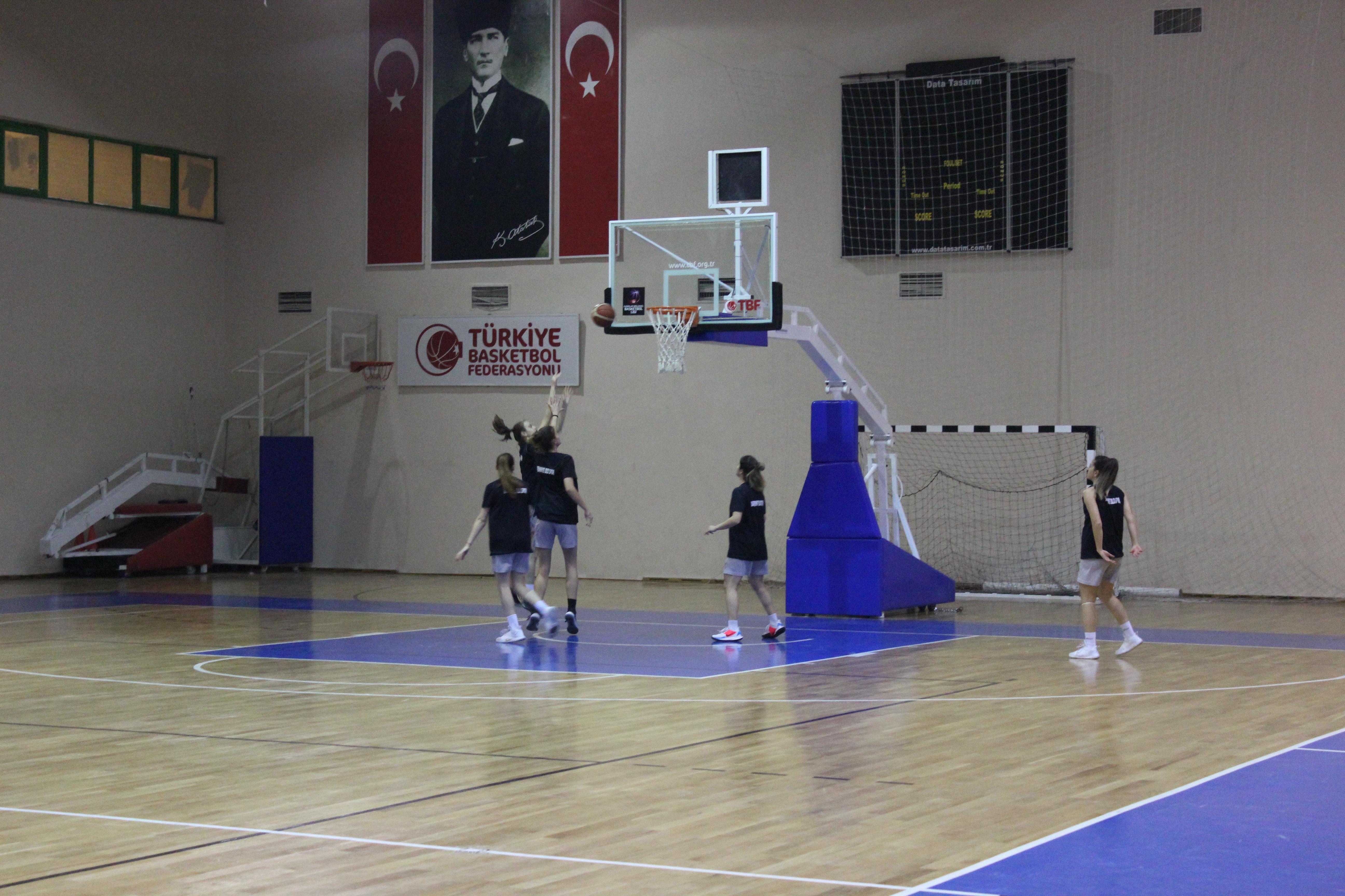 Burhaniye Kadın Basketbol Takımının Hedefi Şampiyonluk