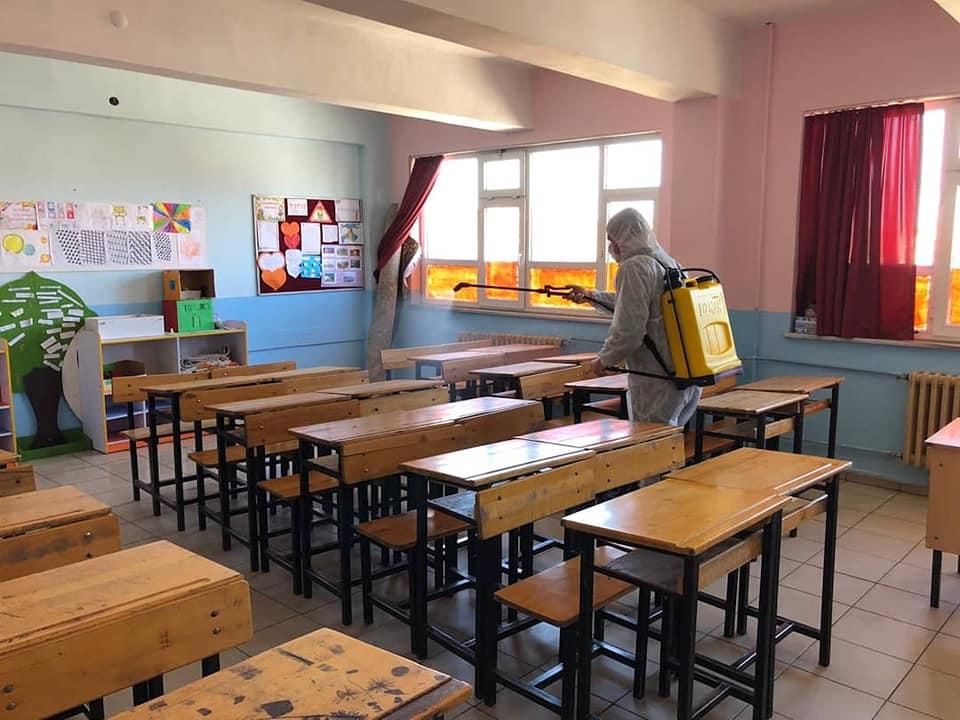 Burhaniye'de Okullar Sınav Öncesi Dezenfekte Edildi