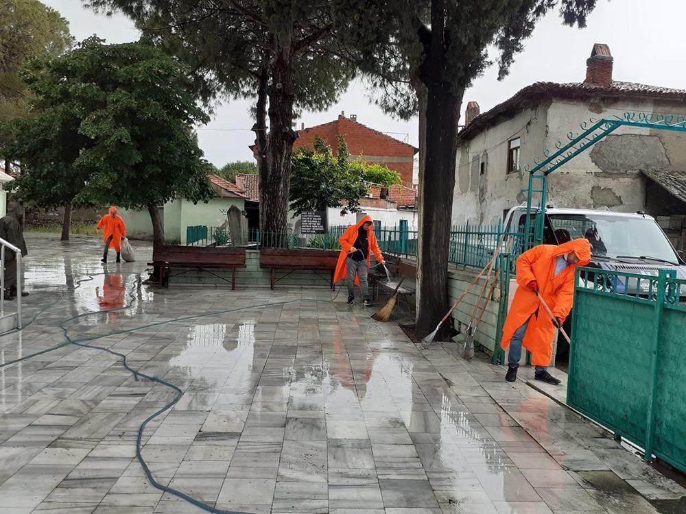 Burhaniye'de İbadethaneler Temizlenerek Dezenfekte Edildi
