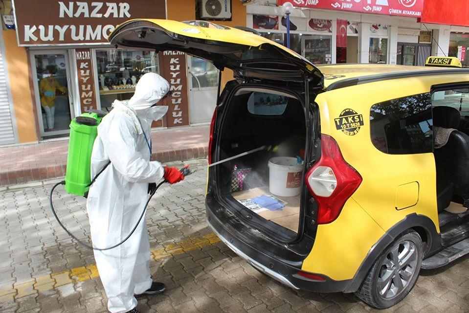 Burhaniye'deki Taksiler Ve Durakları Dezenfekte Edildi