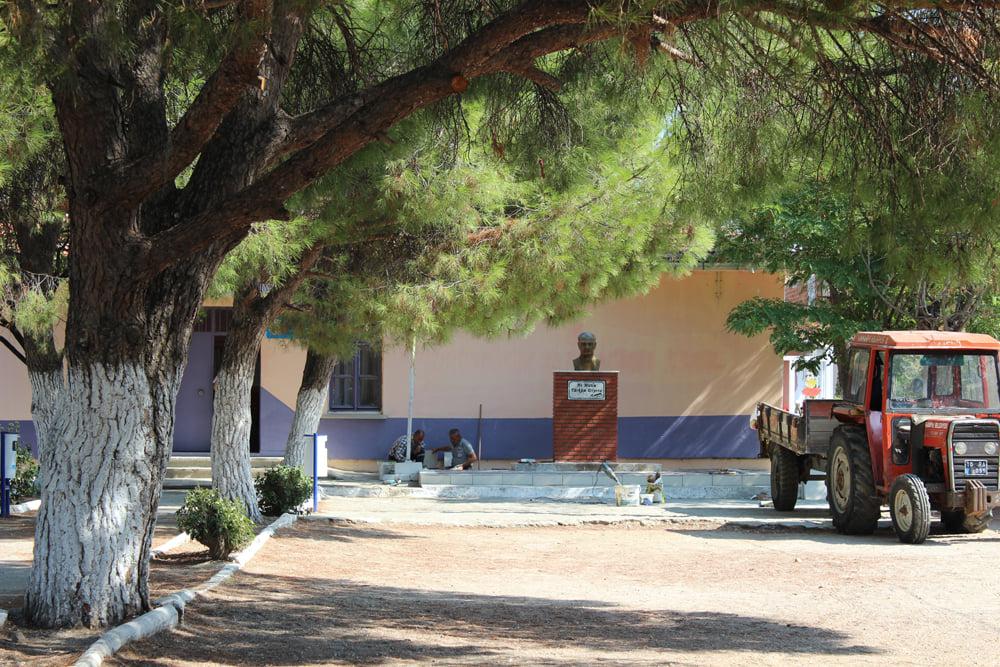 Börezli Okulu Atatürk Büstü Yenilendi