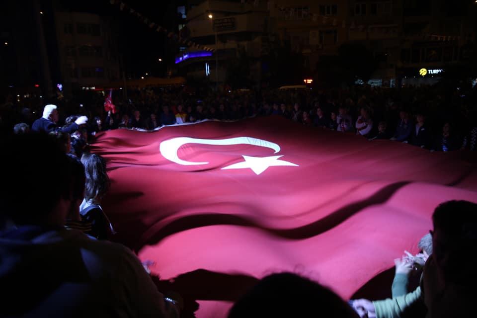 Burhaniye 29 Ekim'i Coşkuyla Kutladı