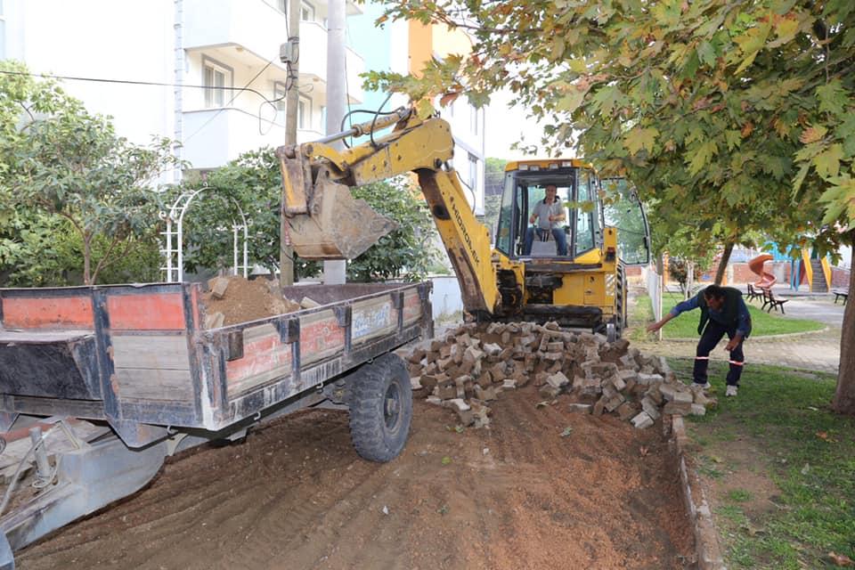 Yol Yapım Çalışmaları Burhaniye Merkez Mahallelerde Devam Ediyor