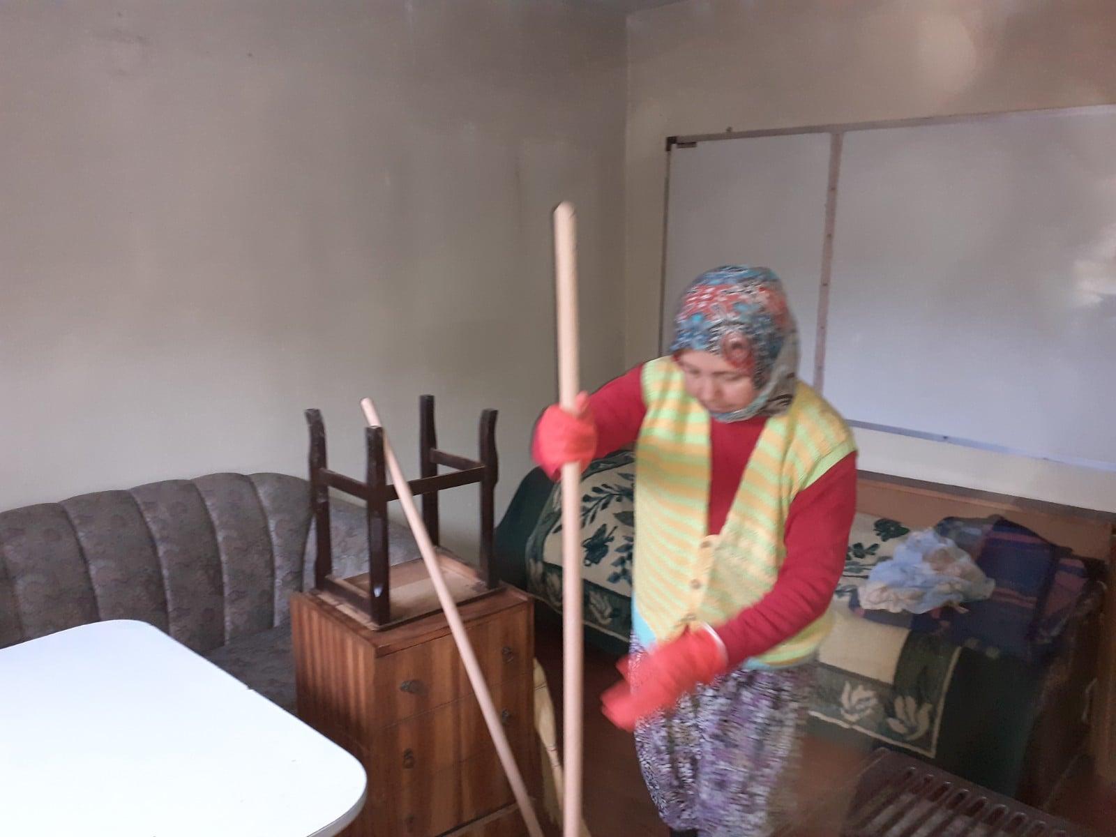 Burhaniye De Evler Temizleniyor