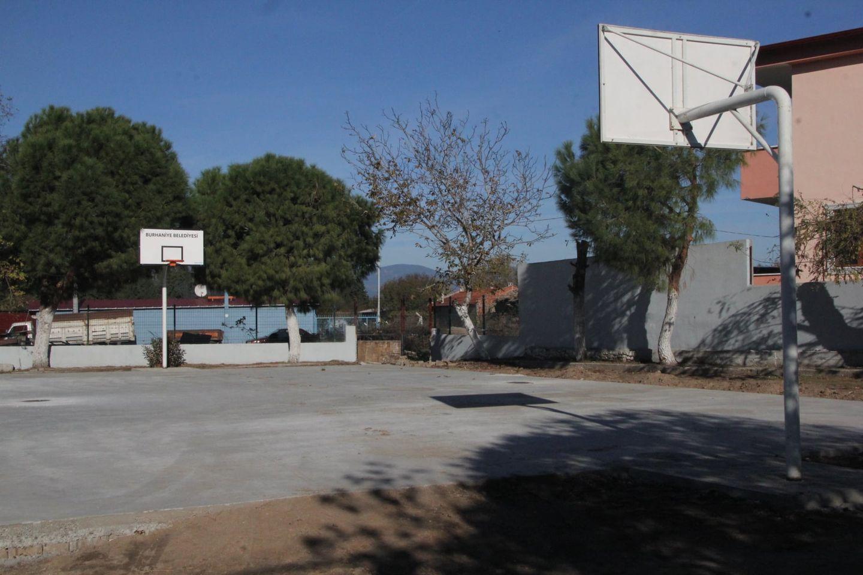Belediye'den Ortaokullara Spor Desteği